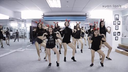 Sôi động vũ điệu đón Giáng Sinh sớm của Xuân Lan-1