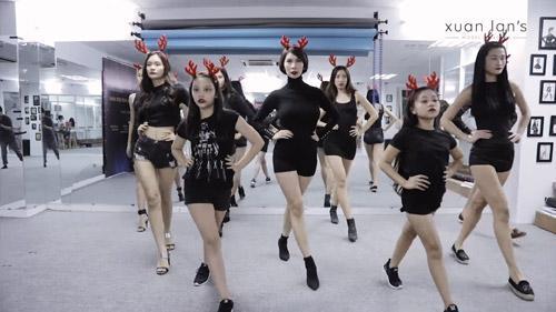 Sôi động vũ điệu đón Giáng Sinh sớm của Xuân Lan-2