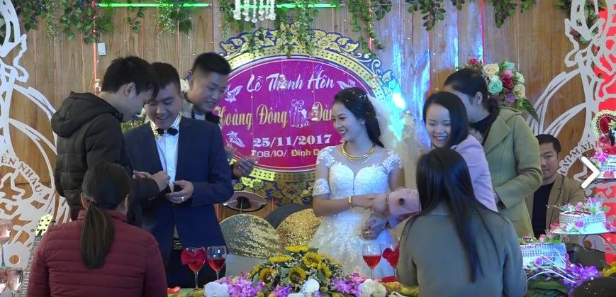 Cặp đôi hạnh phúc nhất năm: Người thân, họ hàng xếp hàng trao vàng làm của hồi môn-2