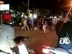 Hai băng nhóm đâm chém kinh hoàng trên phố, 4 người bị thương