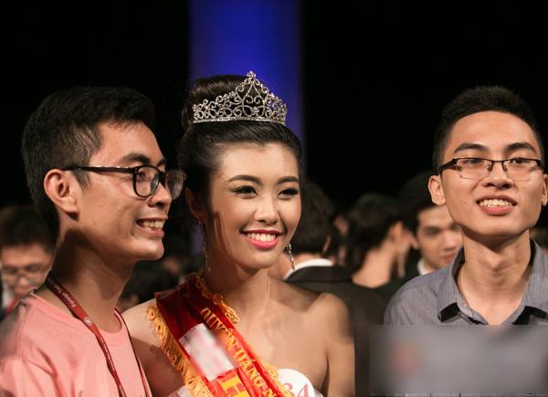 Những nhan sắc Đại học Ngoại Thương đáng gờm tại Hoa hậu Hoàn vũ Việt Nam 2017-9