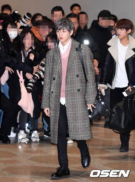 Di chuyển sang Nhật trao giải MAMA, Park Bo Gum cùng dàn Idol xứ Hàn khiến sân bay náo loạn-6