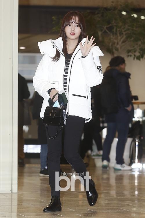 Di chuyển sang Nhật trao giải MAMA, Park Bo Gum cùng dàn Idol xứ Hàn khiến sân bay náo loạn-3