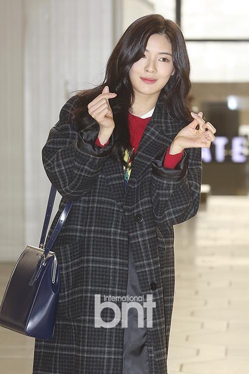 Di chuyển sang Nhật trao giải MAMA, Park Bo Gum cùng dàn Idol xứ Hàn khiến sân bay náo loạn-12