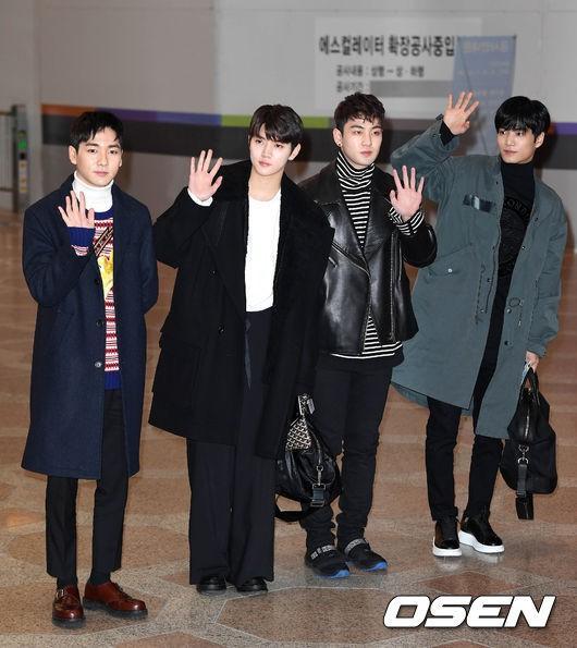 Di chuyển sang Nhật trao giải MAMA, Park Bo Gum cùng dàn Idol xứ Hàn khiến sân bay náo loạn-13