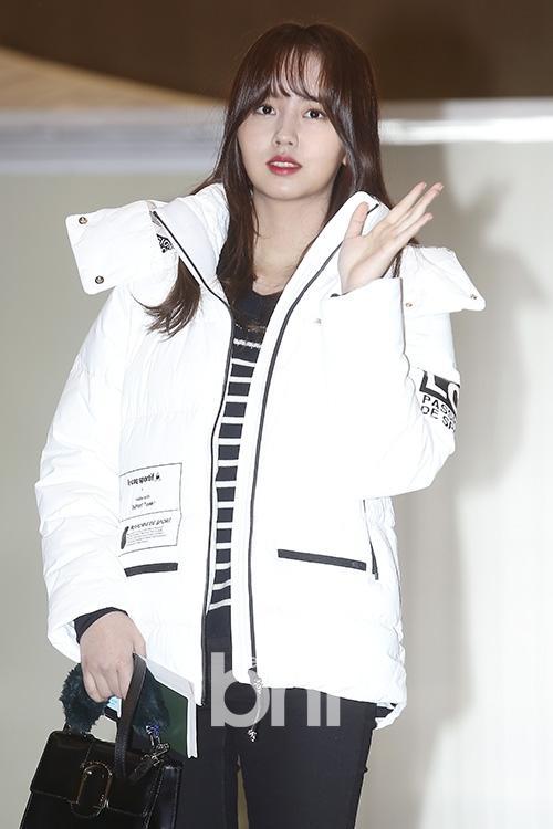 Di chuyển sang Nhật trao giải MAMA, Park Bo Gum cùng dàn Idol xứ Hàn khiến sân bay náo loạn-2