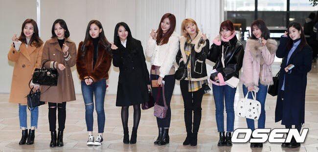 Di chuyển sang Nhật trao giải MAMA, Park Bo Gum cùng dàn Idol xứ Hàn khiến sân bay náo loạn-7
