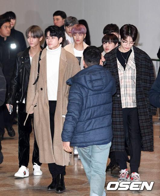 Di chuyển sang Nhật trao giải MAMA, Park Bo Gum cùng dàn Idol xứ Hàn khiến sân bay náo loạn-5
