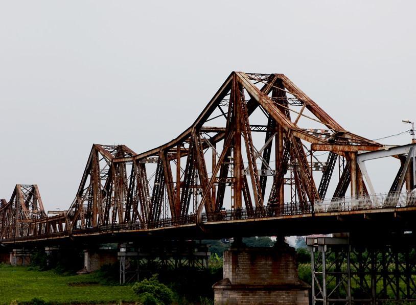 Bộ đội trục vớt quả bom sát chân cầu Long Biên-13