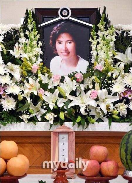 Sao Hàn 28/11: Búp bê xứ Hàn Han Chae Young trẻ trung như gái đôi mươi-8
