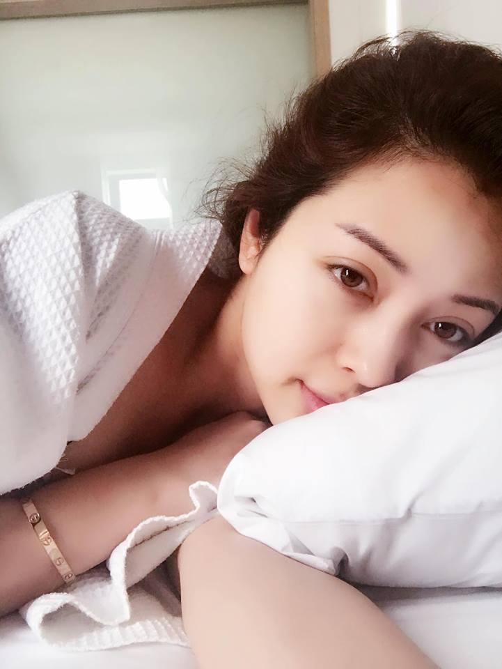 Tin sao Việt: Minh Hằng khoe ảnh quyến rũ gợi cảm trong phòng ngủ-2