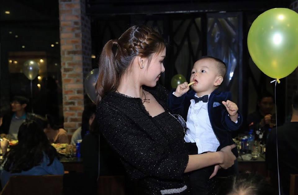 Tin sao Việt: Minh Hằng khoe ảnh quyến rũ gợi cảm trong phòng ngủ-8