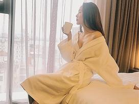 Tin sao Việt: Minh Hằng khoe ảnh quyến rũ gợi cảm trong phòng ngủ