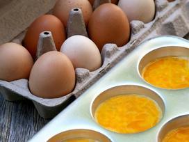 Lỡ đập trứng ra nhưng lại không nấu hết thì cứ yên tâm bảo quản thế này là xong