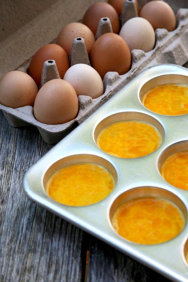 Lỡ đập trứng ra nhưng lại không nấu hết thì cứ yên tâm bảo quản thế này là xong-2