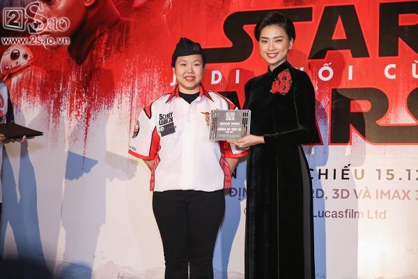 Ngô Thanh Vân và sao gốc Việt của Star Wars khoe sắc cùng áo dài-7