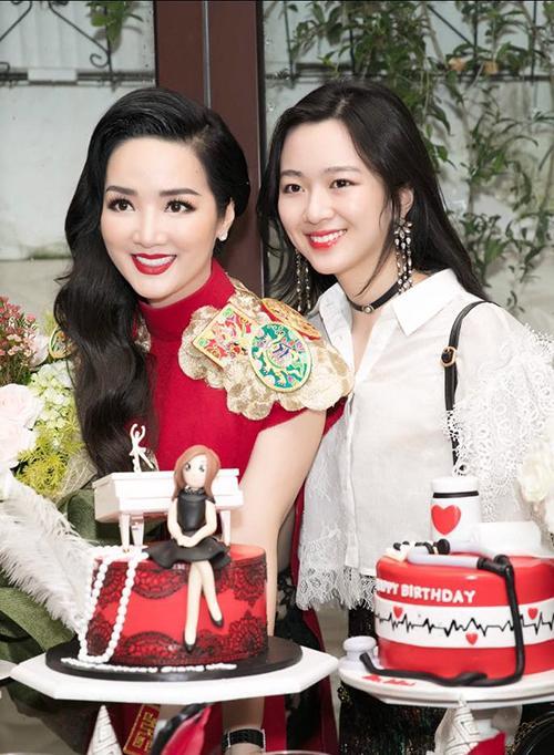 Ba cặp mẹ con 'tài sắc vẹn toàn' nổi đình đám trong giới trẻ Việt-1
