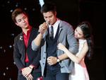 Erik ăn vạ trên sân khấu khi bị Hòa Minzy tranh mất trai đẹp-4
