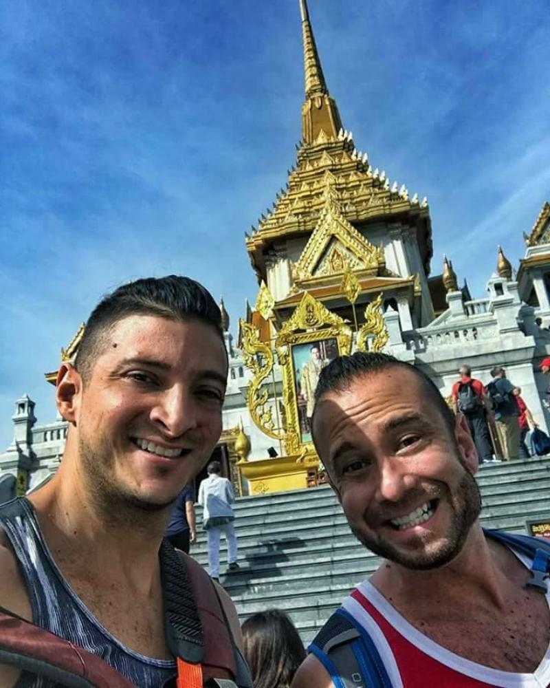 Chụp ảnh khoe mông ở đền thờ Thái Lan, cặp đôi blogger du lịch người Mỹ bị dân địa phương dọa giết-5