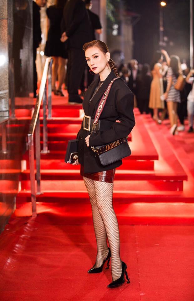 Phong cách thời trang thảm đỏ chất chơi và dát đầy hàng hiệu