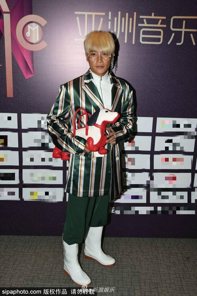 Mỹ nam Hoàn châu cách cách Trần Chí Bằng liên tiếp gây choáng với phong cách thời trang dị tính-2