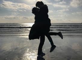 2 năm yêu không được công khai, chia tay 20 ngày bạn trai đã đăng ảnh ôm người mới