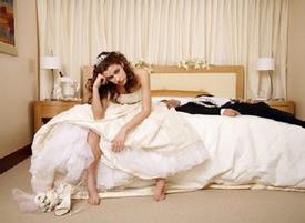 Cô dâu mới 'chết lặng' khi bước vào phòng tân hôn