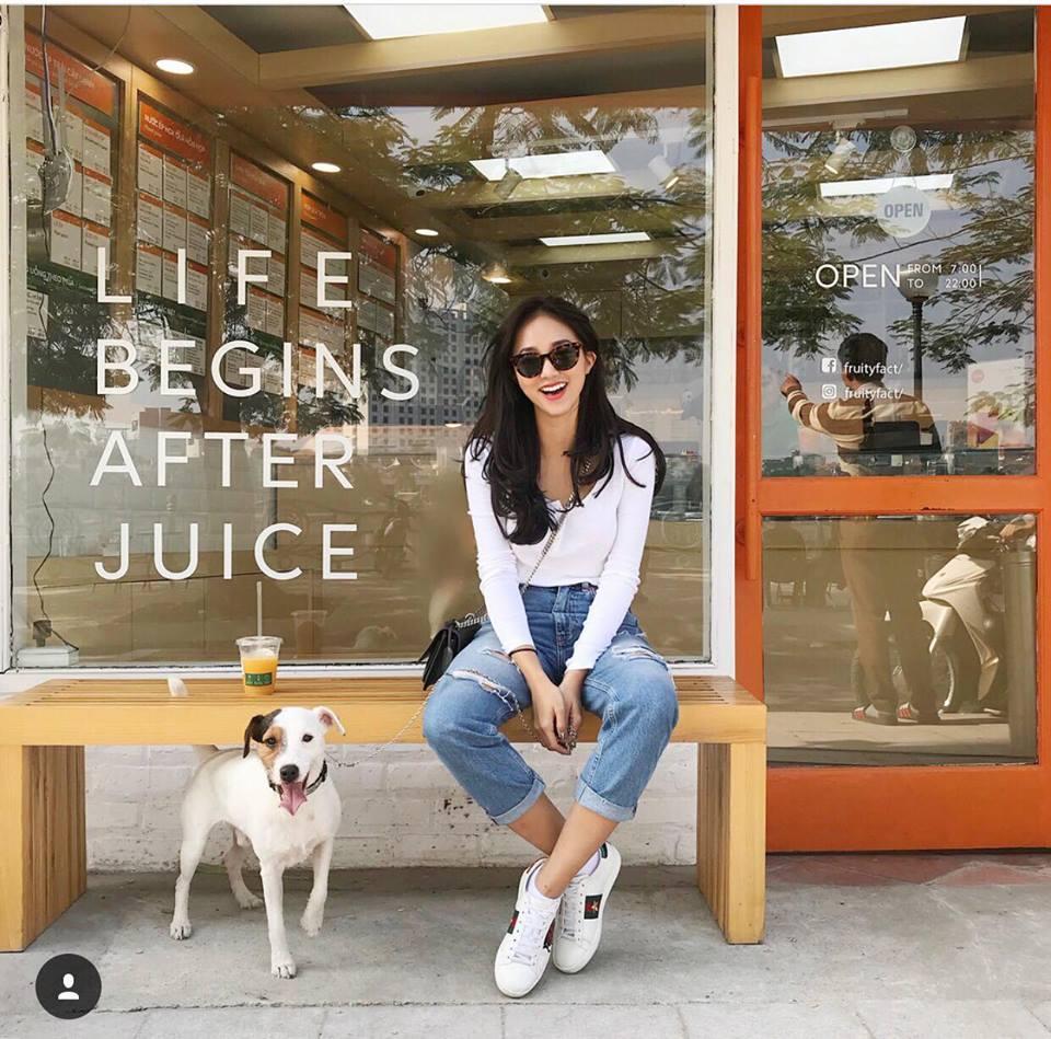 Thúy Vi váy hồng trẻ trung - Quỳnh Anh Shyn lên đồ công sở đẹp nhất street style tuần này-9