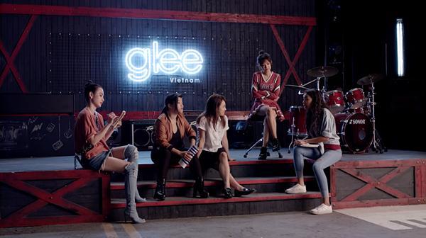 Glee: Bất chấp Hòa Minzy gạ gẫm quan hệ, Rocker Nguyễn vẫn chung thủy với Cindy V-1