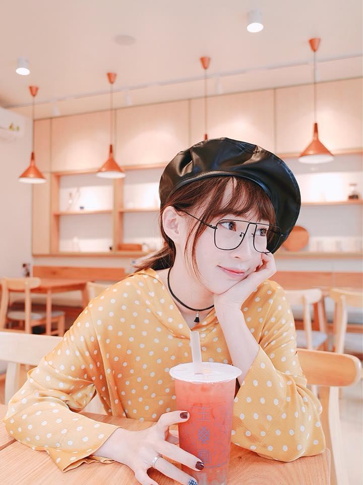 Hot girl - hot boy Việt 2/12: Hạnh Sino hé lộ ảnh giường chiếu khéo khoe vòng 1 gợi cảm-5