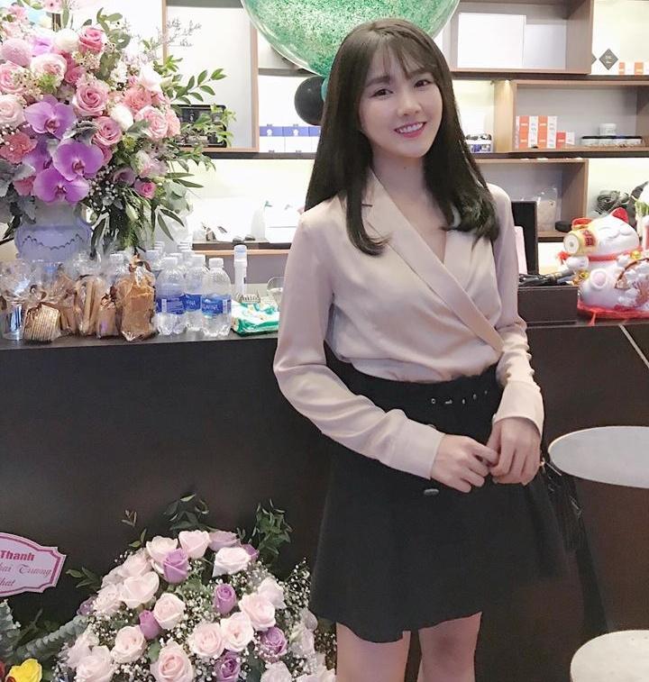 Hot girl - hot boy Việt 2/12: Hạnh Sino hé lộ ảnh giường chiếu khéo khoe vòng 1 gợi cảm-6