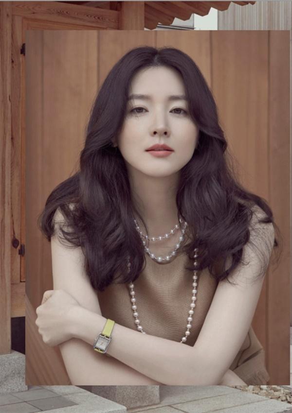 Nhan sắc hơn 20 năm không thay đổi của Lee Young Ae tại MAMA 2017-9