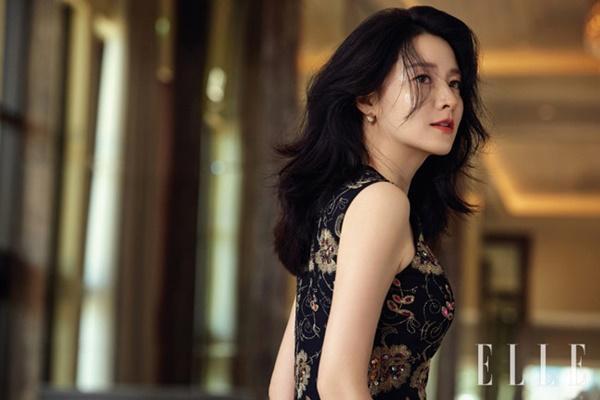 Nhan sắc hơn 20 năm không thay đổi của Lee Young Ae tại MAMA 2017-11