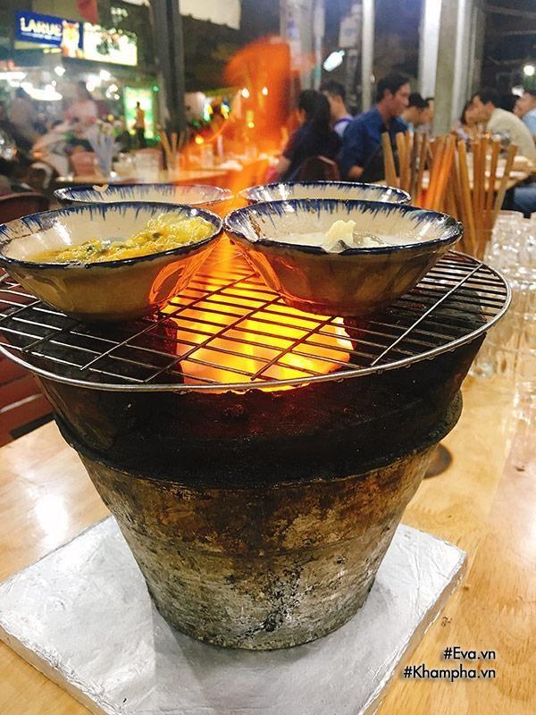 Thèm chảy nước miếng mâm hàu nướng vỉa hè 24 vị độc nhất vô nhị ở Sài Gòn-11
