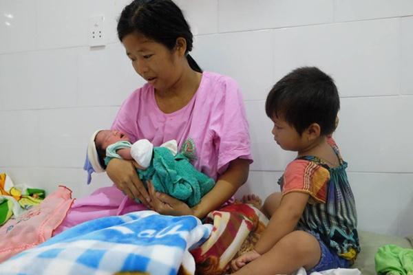 TP.HCM: Chồng đi làm không về, sản phụ đẻ rớt con trong hố nước nhà vệ sinh lúc nửa đêm-1