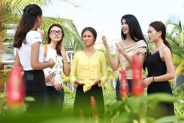 Chết cười nghe Phạm Hương chê thí sinh hoa hậu giống cô gái hái bưởi-2