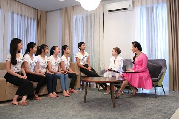 Chết cười nghe Phạm Hương chê thí sinh hoa hậu giống cô gái hái bưởi-3