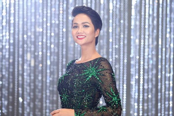 Chết cười nghe Phạm Hương chê thí sinh hoa hậu giống cô gái hái bưởi-13