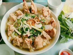Có gì trong tô bò viên khổng lồ ở quán lề đường Sài Gòn, giá 200 ngàn, 6 người ăn no mới hết?