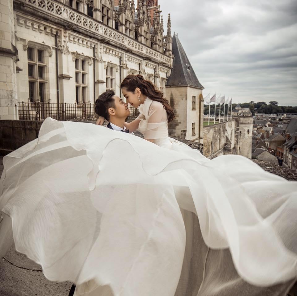Kỉ niệm 1 năm ngày cưới, 'hot girl thời tiết' Mai Ngọc tung clip đẹp tựa ngôn tình-1