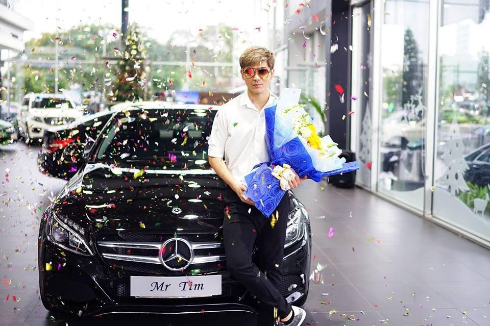 Tim tậu xe hơi mới trong lúc Trương Quỳnh Anh đưa con trai đi học bằng xe máy-1