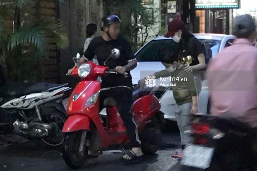 Tim tậu xe hơi mới trong lúc Trương Quỳnh Anh đưa con trai đi học bằng xe máy-2