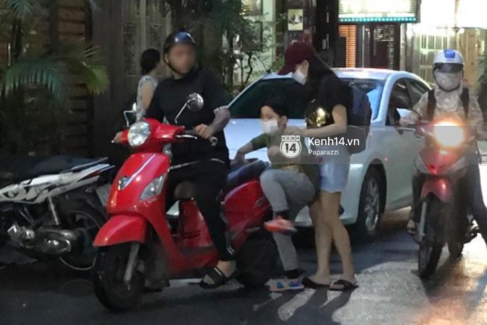 Tim tậu xe hơi mới trong lúc Trương Quỳnh Anh đưa con trai đi học bằng xe máy-3