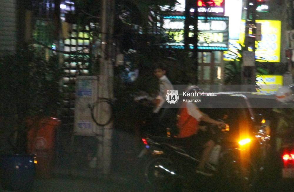 Tim tậu xe hơi mới trong lúc Trương Quỳnh Anh đưa con trai đi học bằng xe máy-5