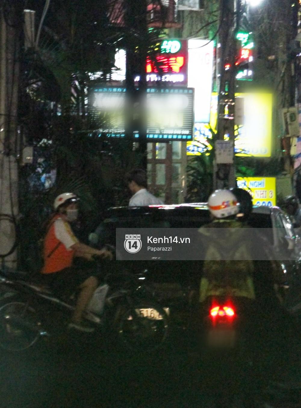 Tim tậu xe hơi mới trong lúc Trương Quỳnh Anh đưa con trai đi học bằng xe máy-6