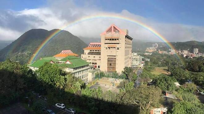 Cầu vồng kỷ lục kéo dài 9 giờ tại Đài Loan-2