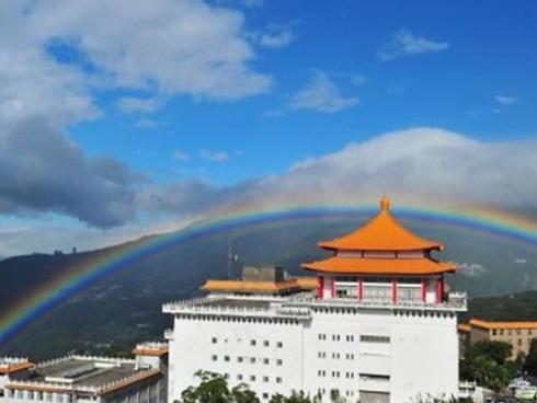 Cầu vồng kỷ lục kéo dài 9 giờ tại Đài Loan