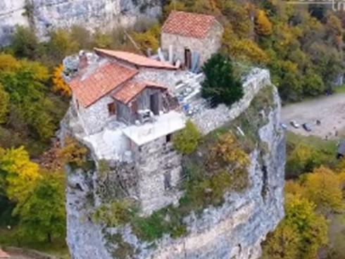 Khám phá nhà thờ trên cột đá có một không hai