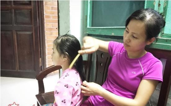 Người mẹ trẻ nhất làng và ngôi nhà có 6 đứa con-1