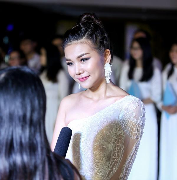 Mẹ chồng Thanh Hằng ngoài đời diện váy quyến rũ khác hẳn hình ảnh ghê gớm trong phim-3